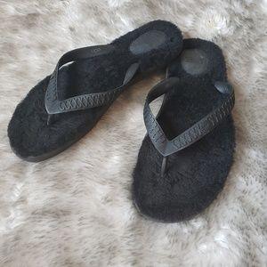 Womens size 8M black UGG sandals